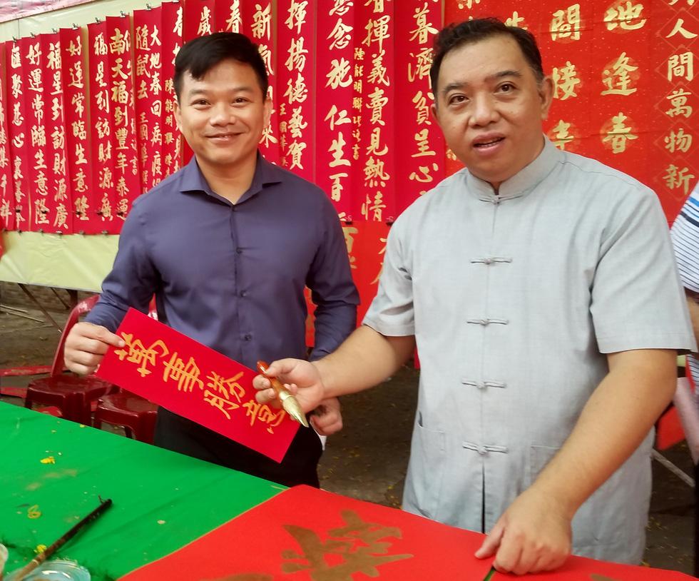 Thư pháp gia người Hoa cho chữ năm mới cầu mong dịch bệnh tiêu trừ - Ảnh 5.