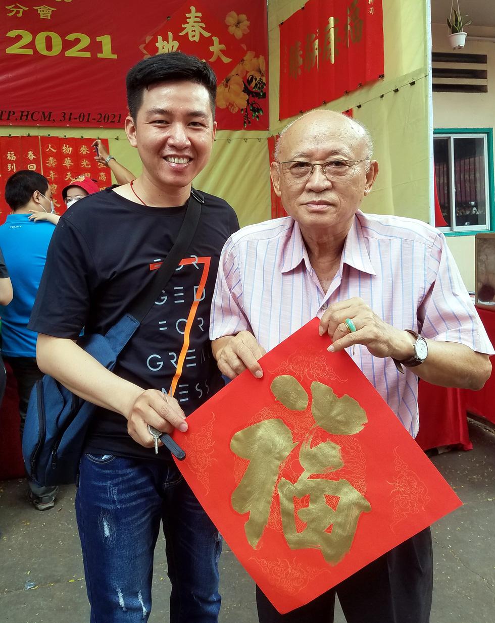 Thư pháp gia người Hoa cho chữ năm mới cầu mong dịch bệnh tiêu trừ - Ảnh 4.