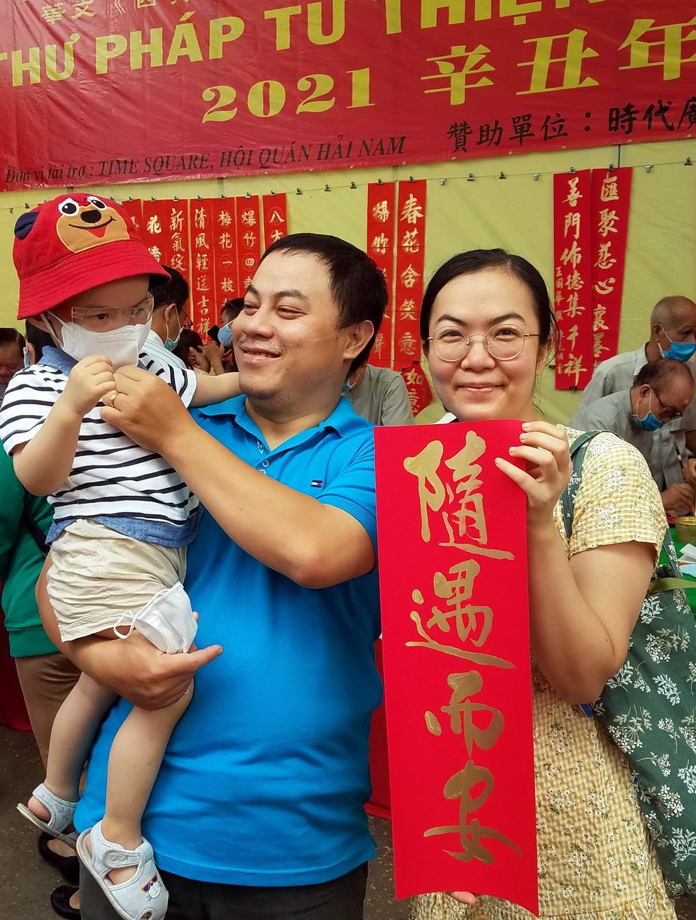 Thư pháp gia người Hoa cho chữ năm mới cầu mong dịch bệnh tiêu trừ - Ảnh 7.
