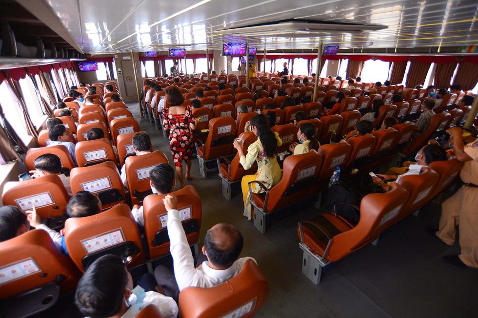Tuyến phà biển Cần Giờ - Vũng Tàu ngày đầu khai trương - Ảnh 9.