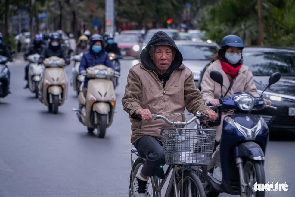 Rét 9 độ, người Hà Nội co ro đi học đi làm - Ảnh 7.