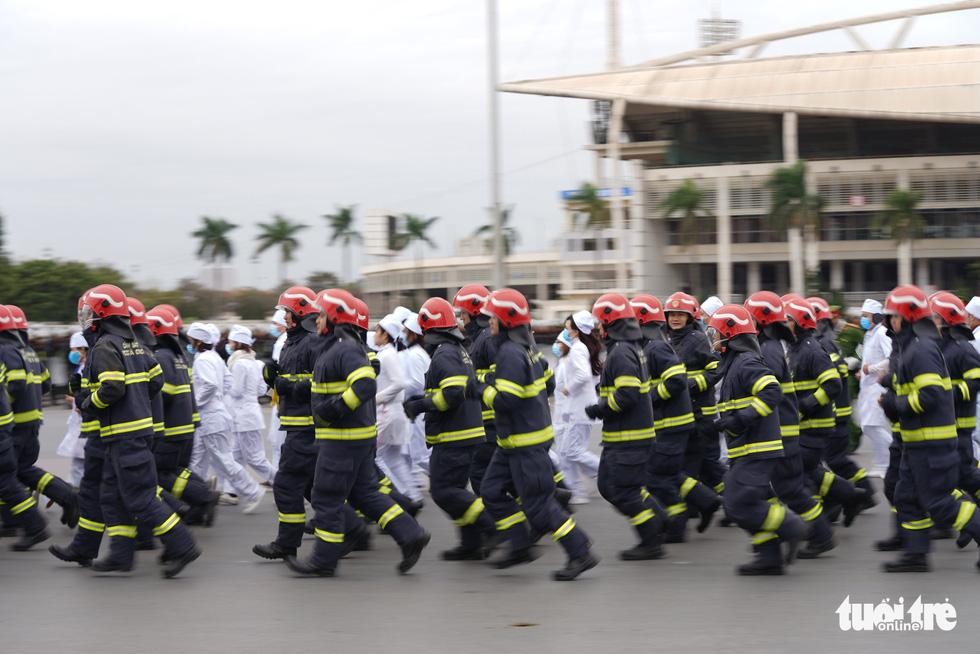Mãn nhãn màn cảnh sát đặc nhiệm diễn tập bảo vệ Đại hội Đảng lần thứ XIII - Ảnh 2.