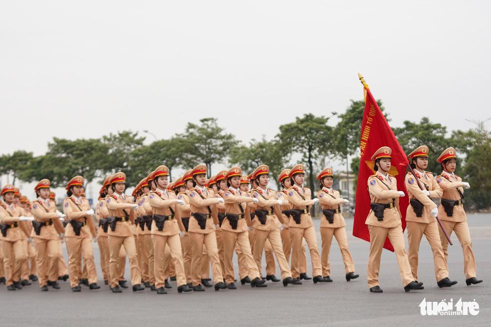 Mãn nhãn màn cảnh sát đặc nhiệm diễn tập bảo vệ Đại hội Đảng lần thứ XIII - Ảnh 3.