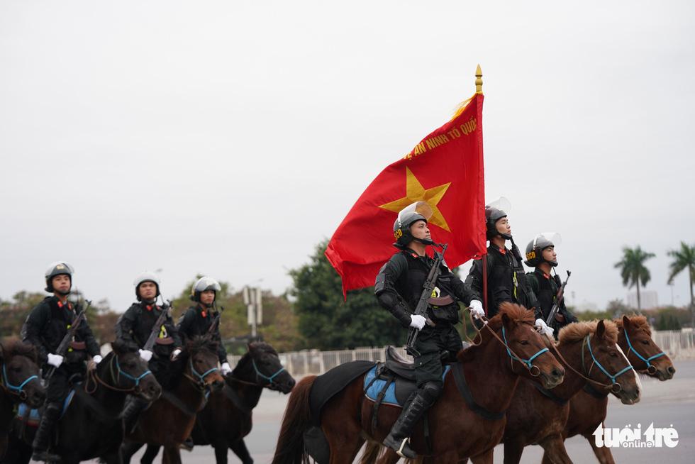 Mãn nhãn màn cảnh sát đặc nhiệm diễn tập bảo vệ Đại hội Đảng lần thứ XIII - Ảnh 4.