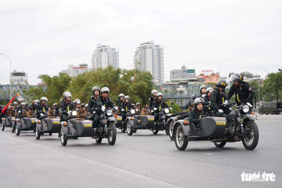 Mãn nhãn màn cảnh sát đặc nhiệm diễn tập bảo vệ Đại hội Đảng lần thứ XIII - Ảnh 5.