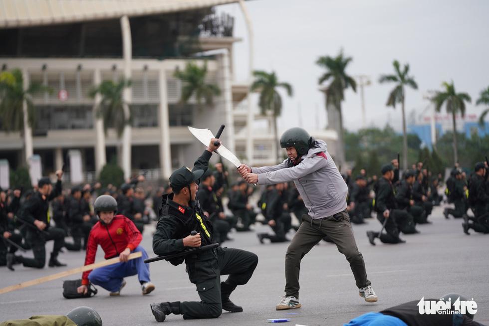 Mãn nhãn màn cảnh sát đặc nhiệm diễn tập bảo vệ Đại hội Đảng lần thứ XIII - Ảnh 9.