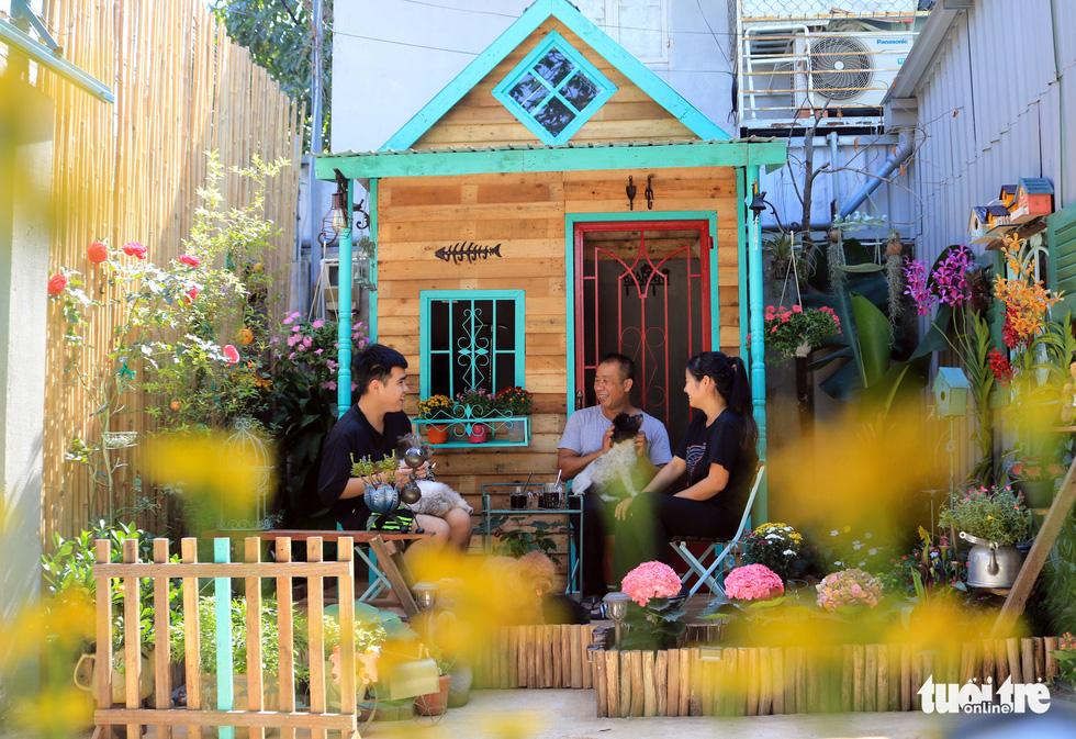 Khu vườn mini giữa lòng Sài Gòn - Ảnh 2.
