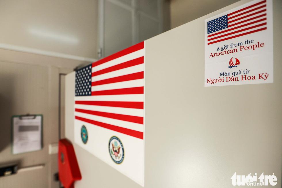 Mỹ bàn giao tủ lạnh âm sâu lưu trữ vắc xin Pfizer cho Việt Nam - Ảnh 3.