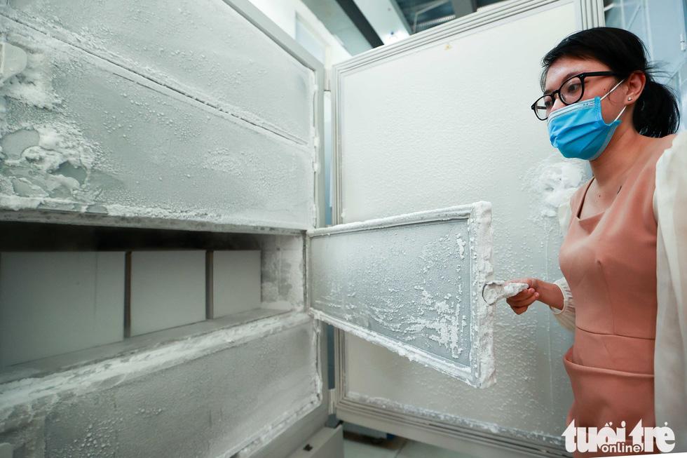 Mỹ bàn giao tủ lạnh âm sâu lưu trữ vắc xin Pfizer cho Việt Nam - Ảnh 4.
