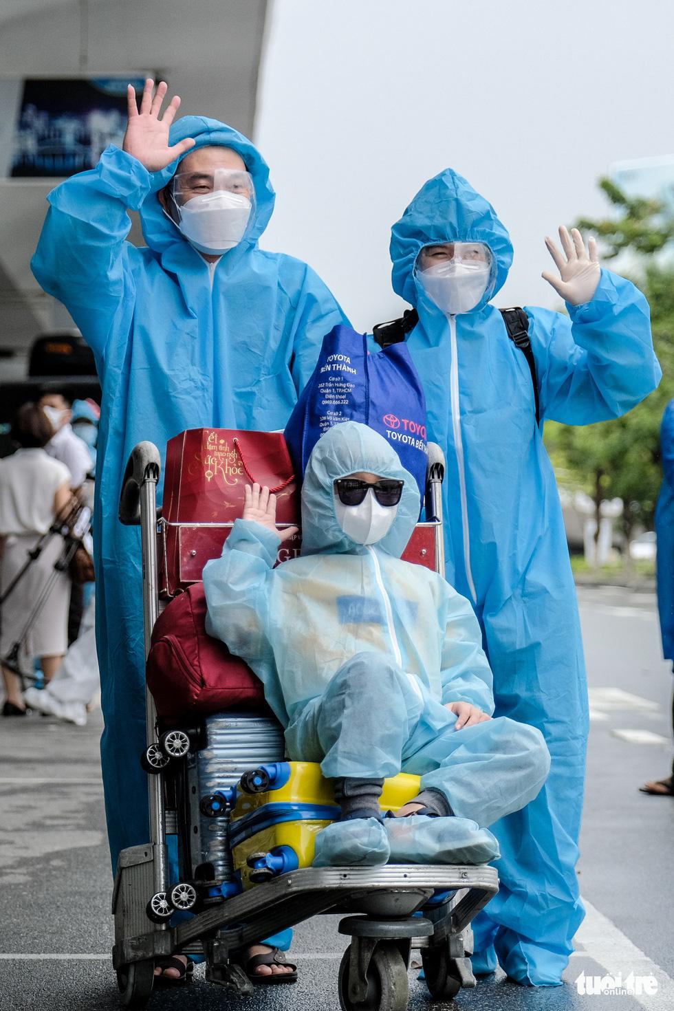 Chuyến bay miễn phí đón thai phụ, trẻ em và bà con khó khăn từ TP.HCM trở về - Ảnh 7.