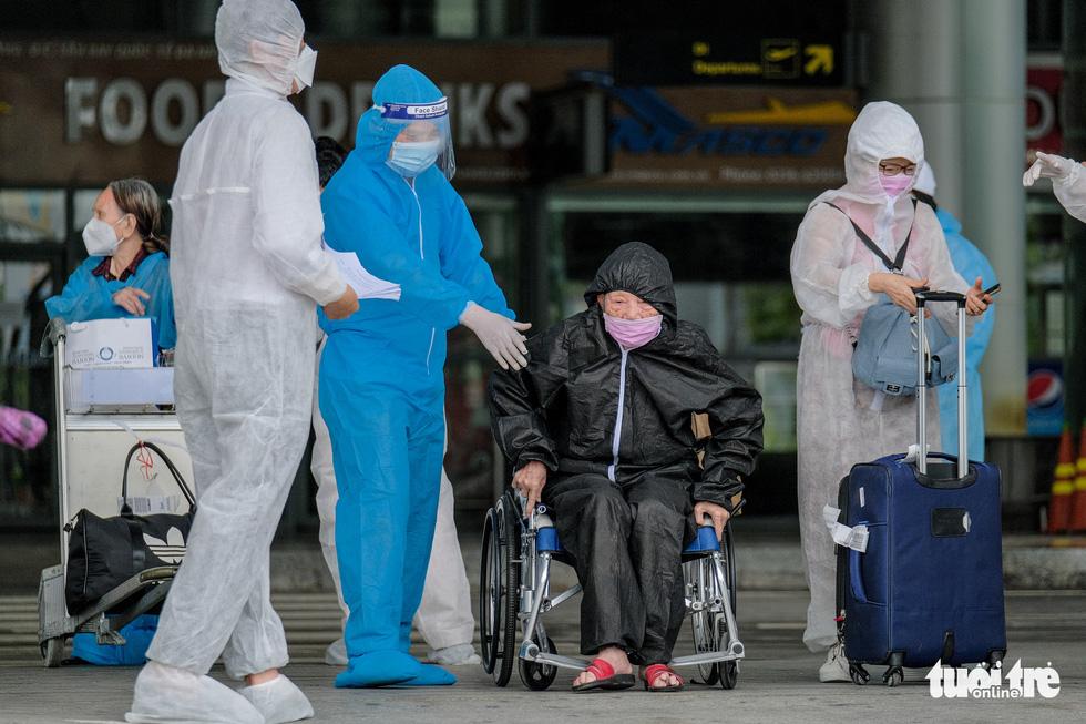 Chuyến bay miễn phí đón thai phụ, trẻ em và bà con khó khăn từ TP.HCM trở về - Ảnh 2.