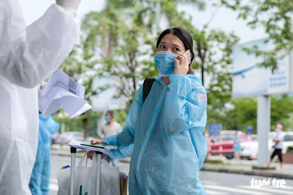 Chuyến bay miễn phí đón thai phụ, trẻ em và bà con khó khăn từ TP.HCM trở về - Ảnh 4.