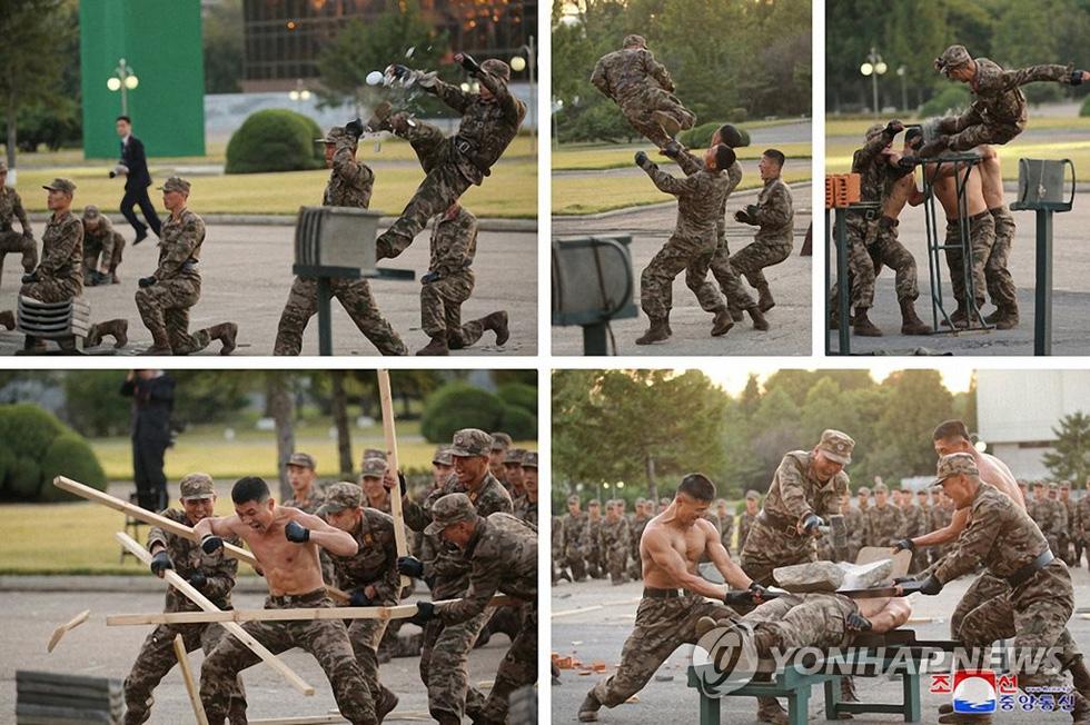 Dự triển lãm vũ khí, ông Kim Jong Un nói: Con cháu chúng ta cần phải mạnh trước đã - Ảnh 2.