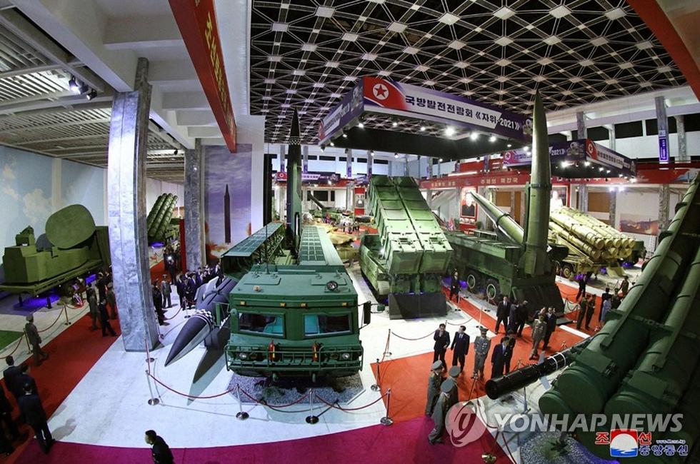 Dự triển lãm vũ khí, ông Kim Jong Un nói: Con cháu chúng ta cần phải mạnh trước đã - Ảnh 6.