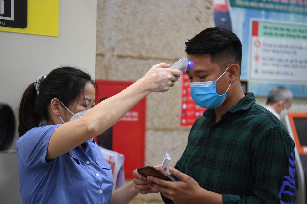 103 khách lên chuyến tàu đầu tiên từ Hà Nội vào TP.HCM - Ảnh 2.