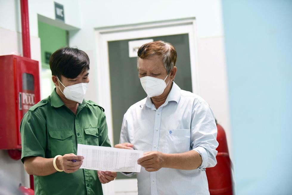 Từ Kiên Giang lên Sài Gòn làm tài xế chở F0 - Ảnh 2.