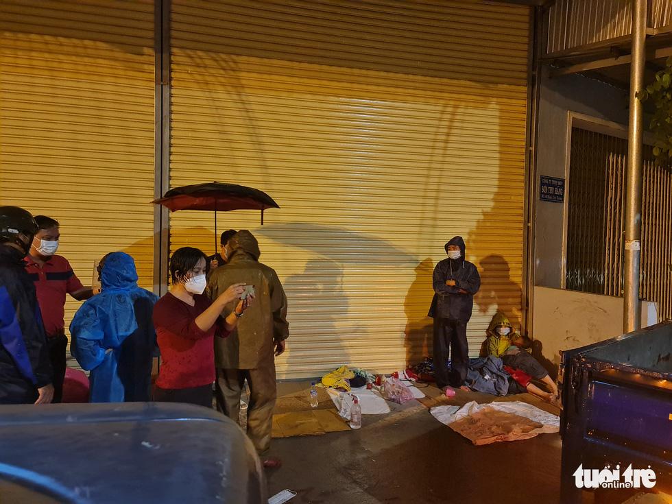 Thai phụ từ TP.HCM về Thanh Hóa chuyển dạ giữa đêm mưa tại Quảng Ngãi - Ảnh 3.