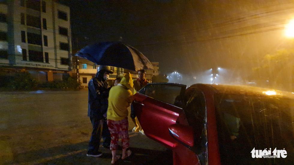 Thai phụ từ TP.HCM về Thanh Hóa chuyển dạ giữa đêm mưa tại Quảng Ngãi - Ảnh 6.