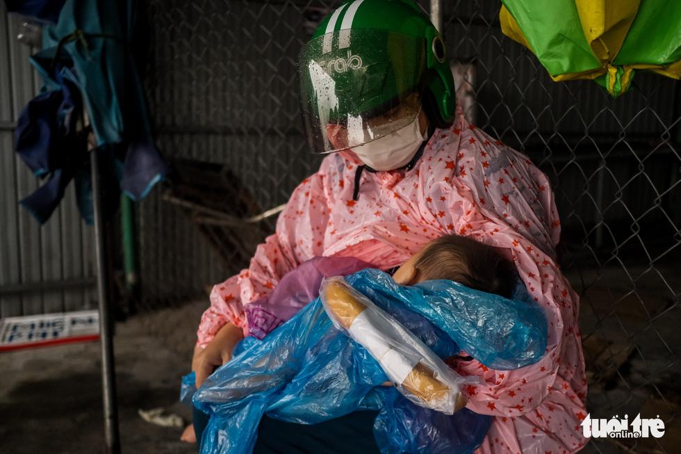 Hành trình về nhà của những đứa trẻ giữa mưa gió miền Trung - Ảnh 4.
