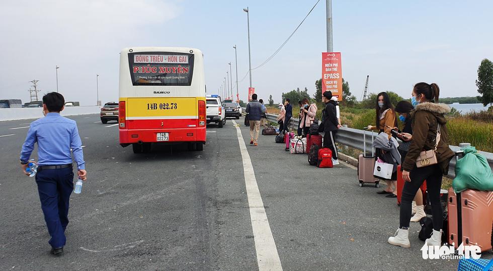 Xe dù bến cóc chặt chém gần chốt kiểm soát cầu Bạch Đằng - Ảnh 2.