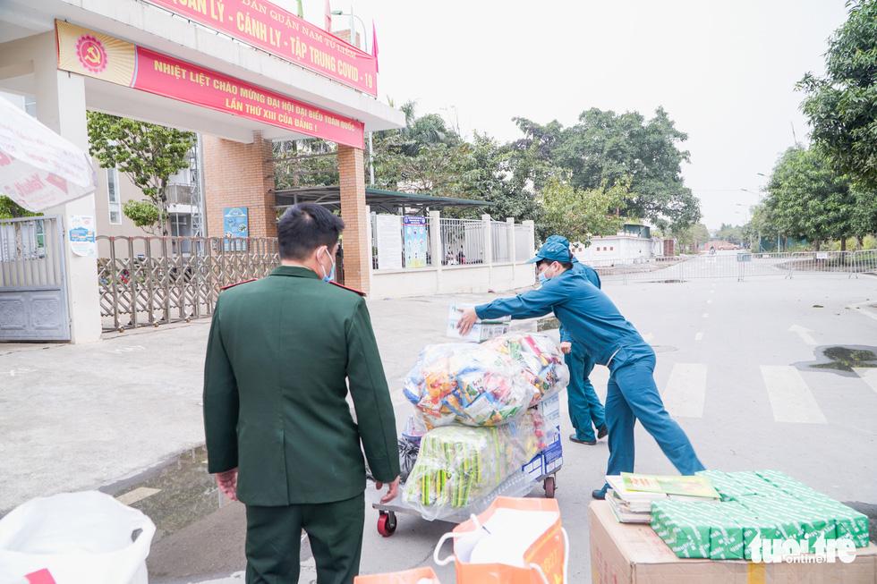 Ông nội 67 tuổi vượt gần 40km gửi đồ cho cháu lớp 3 trong khu cách ly - Ảnh 6.
