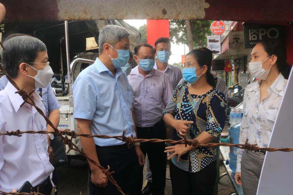 Thứ trưởng Bộ Y tế Nguyễn Trường Sơn: Cảm phục sự hi sinh của đồng nghiệp - Ảnh 3.