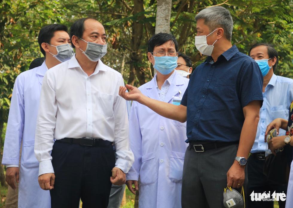 Thứ trưởng Bộ Y tế chúc Tết y bác sĩ Bệnh viện dã chiến Củ Chi - Ảnh 4.