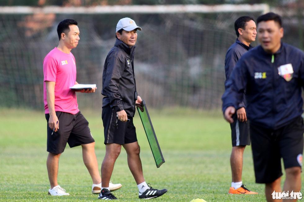 CLB Sài Gòn gây bất ngờ ở vị trí chỉ đạo trong buổi tập khai xuân 2021 - Ảnh 6.