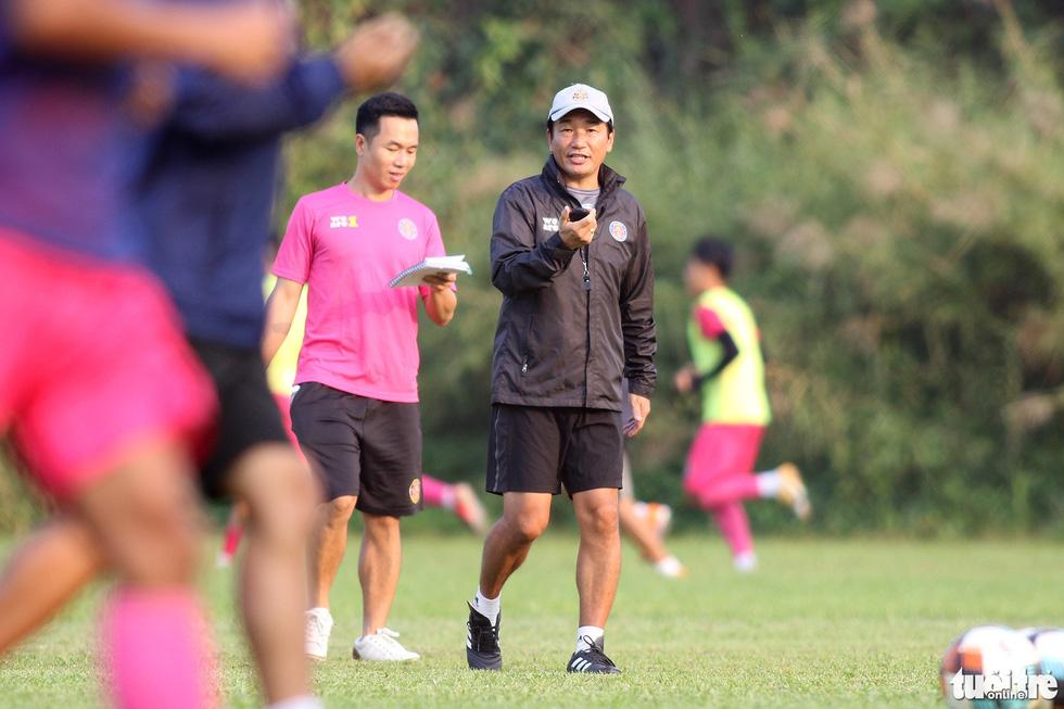CLB Sài Gòn gây bất ngờ ở vị trí chỉ đạo trong buổi tập khai xuân 2021 - Ảnh 5.