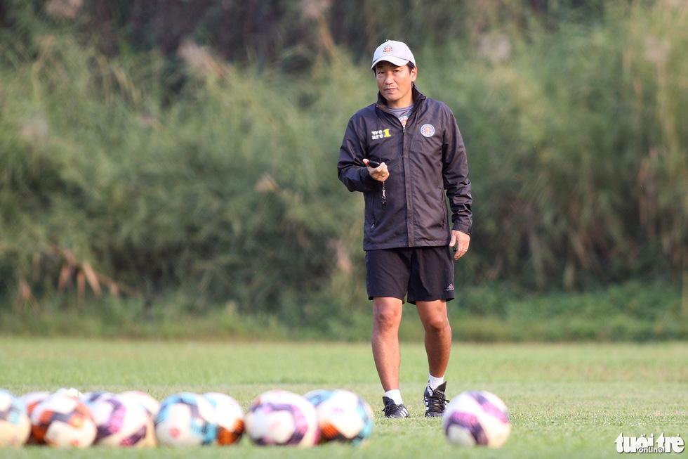 CLB Sài Gòn gây bất ngờ ở vị trí chỉ đạo trong buổi tập khai xuân 2021 - Ảnh 1.