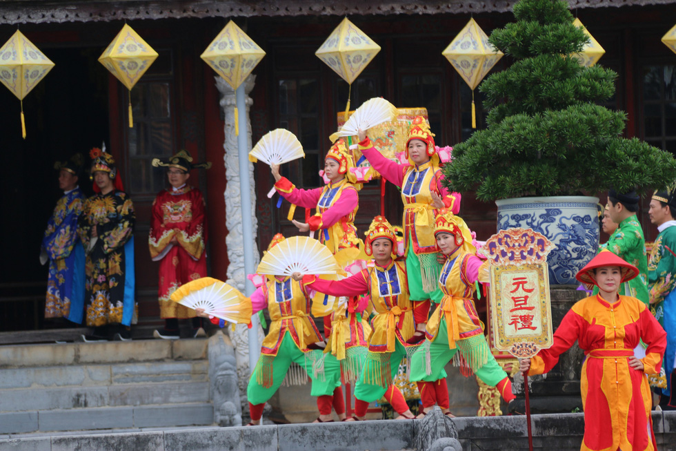 Tái hiện buổi thiết triều đầu năm trong hoàng cung Huế - Ảnh 7.
