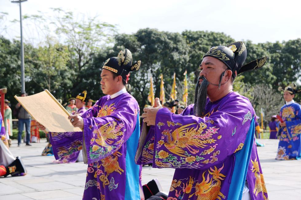 Tái hiện buổi thiết triều đầu năm trong hoàng cung Huế - Ảnh 6.