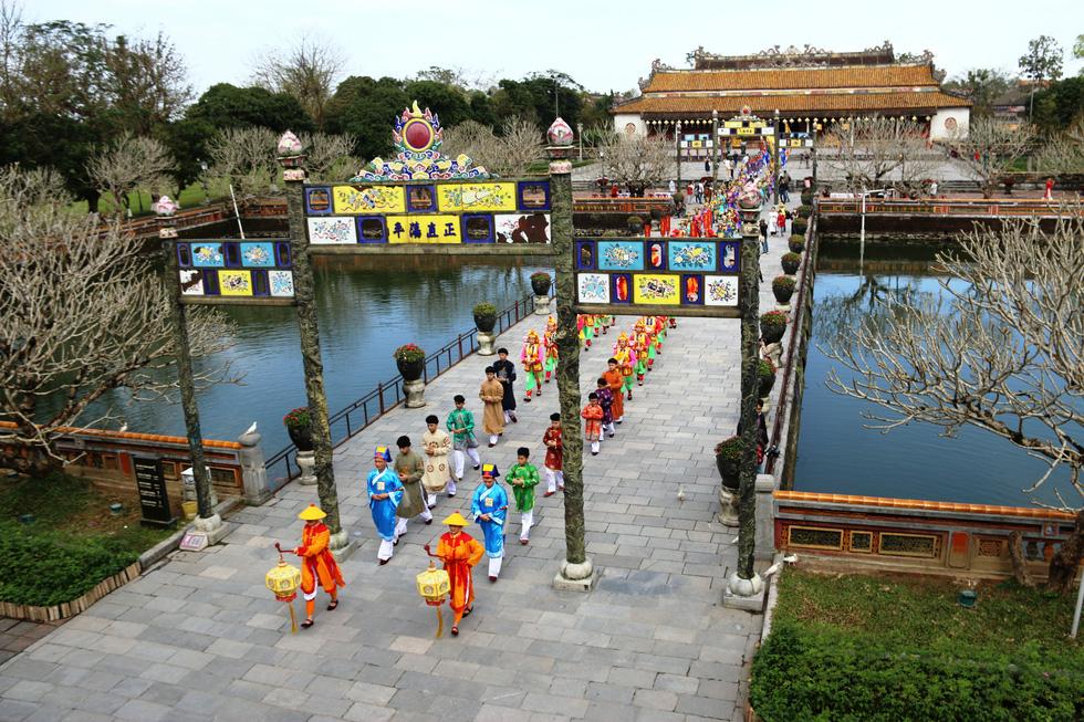 Tái hiện buổi thiết triều đầu năm trong hoàng cung Huế - Ảnh 9.