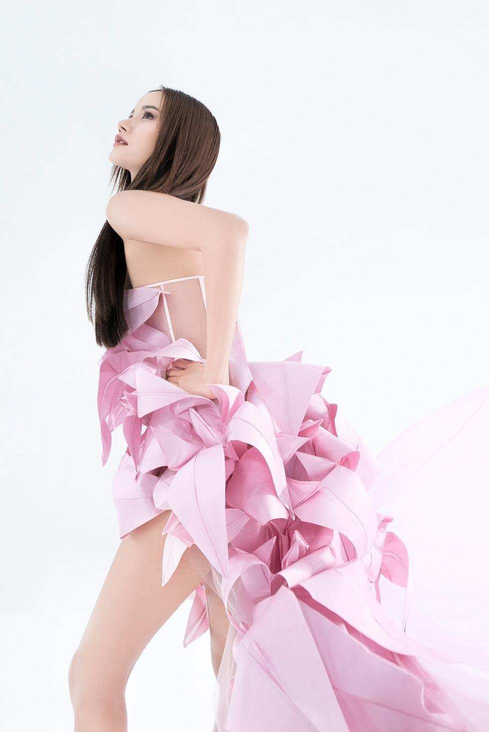 Trần Hùng công bố bộ sưu tập ấn tượng La Muse đến London Fashion Week - Ảnh 11.