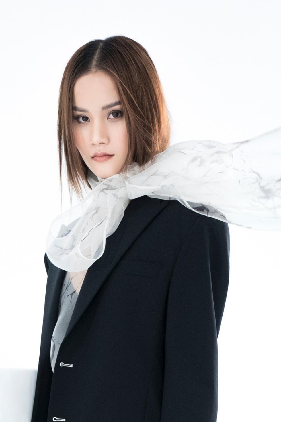Trần Hùng công bố bộ sưu tập ấn tượng La Muse đến London Fashion Week - Ảnh 6.