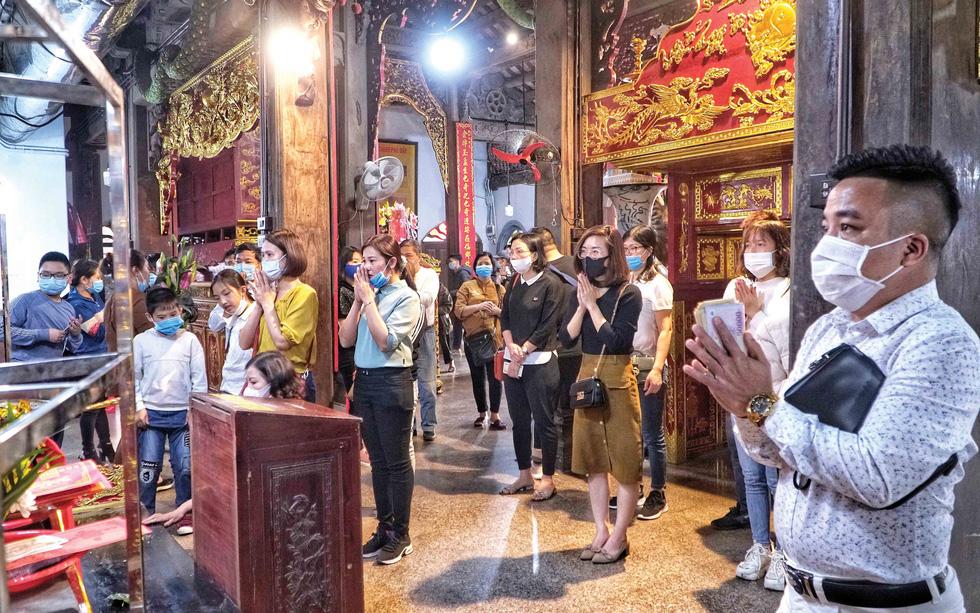 Dịch COVID-19 năm 2021 và mùa lễ hội yên ắng - Ảnh 2.