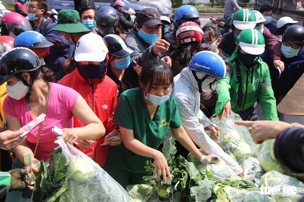 Người Hà Nội chung tay giải cứu nông sản Hải Dương - Ảnh 10.