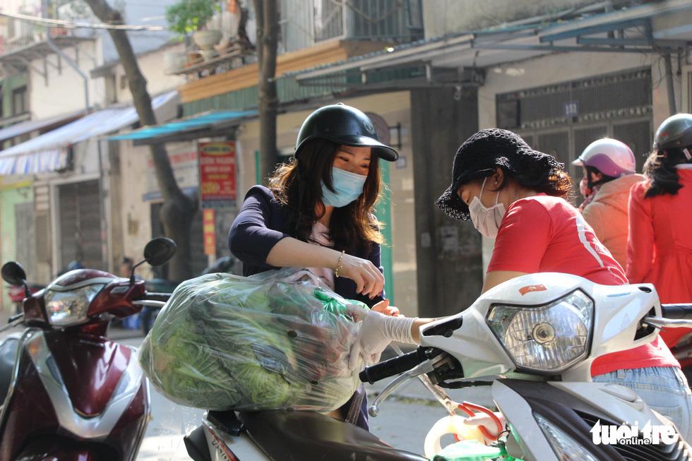 Người Hà Nội chung tay giải cứu nông sản Hải Dương - Ảnh 6.