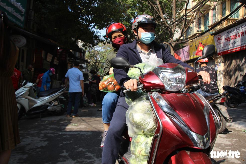 Người Hà Nội chung tay giải cứu nông sản Hải Dương - Ảnh 8.