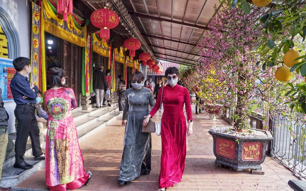 Dịch COVID-19 năm 2021 và mùa lễ hội yên ắng - Ảnh 1.