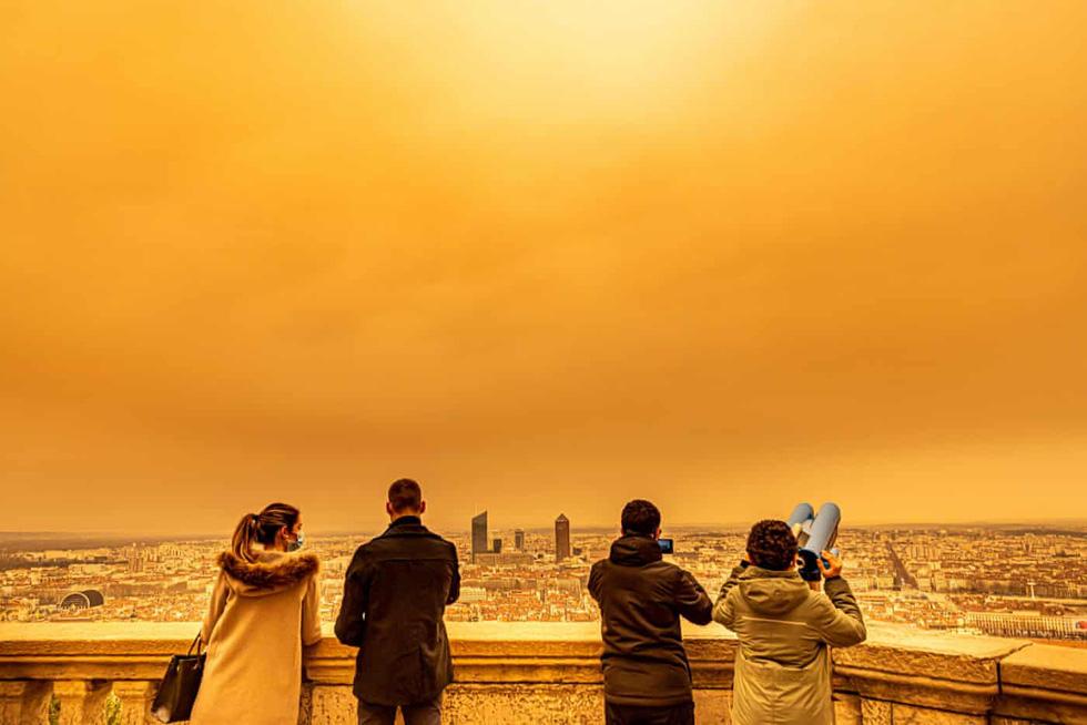 Cát bụi Sahara nhuộm cam nhiều nơi của châu Âu - Ảnh 6.