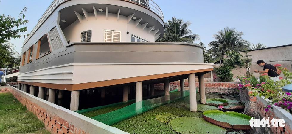Quá mê du thuyền, nông dân miền Tây chi 5 tỉ đồng xây 'nhà du thuyền' độc đáo - Ảnh 2.