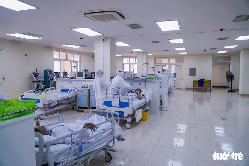 Theo chân nữ điều dưỡng chăm bệnh nhân COVID-19 ở Bệnh viện dã chiến số 2 Hải Dương - Ảnh 1.