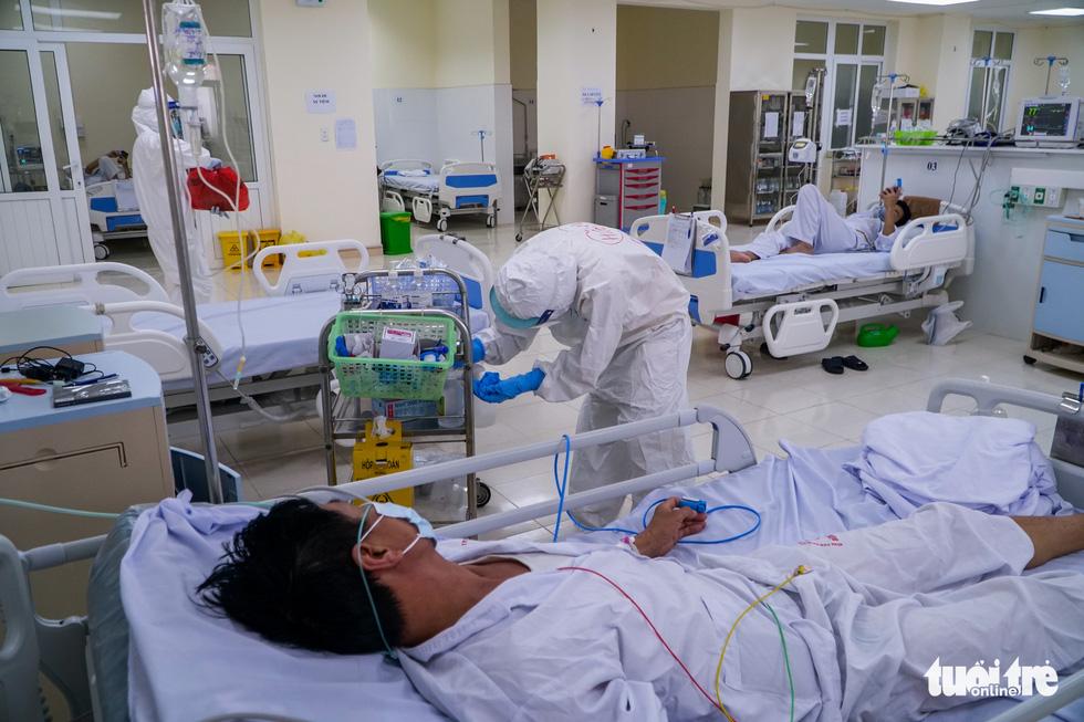 Theo chân nữ điều dưỡng chăm bệnh nhân COVID-19 ở Bệnh viện dã chiến số 2 Hải Dương - Ảnh 7.