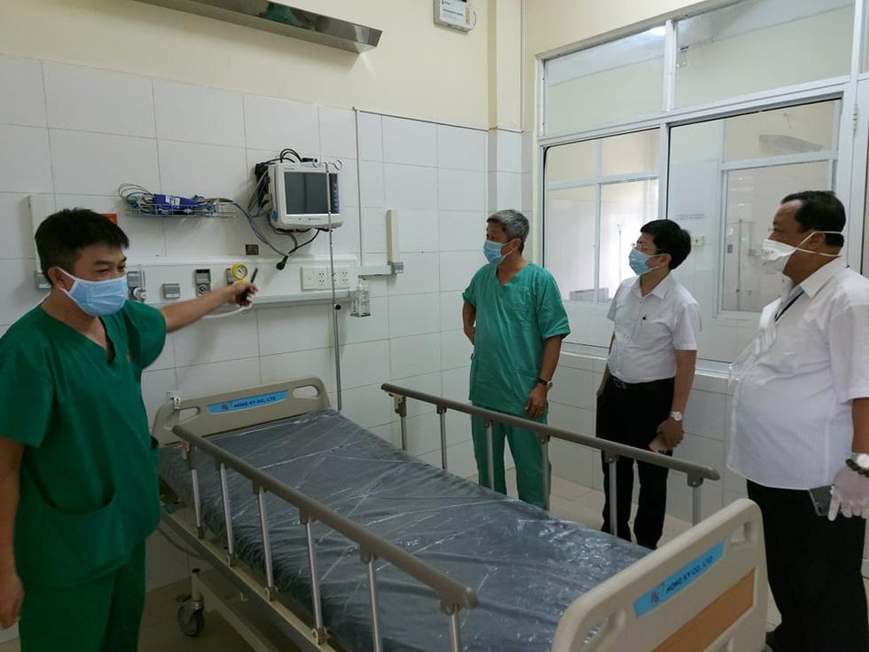 Thứ trưởng Bộ Y tế Nguyễn Trường Sơn: Cảm phục sự hi sinh của đồng nghiệp - Ảnh 2.