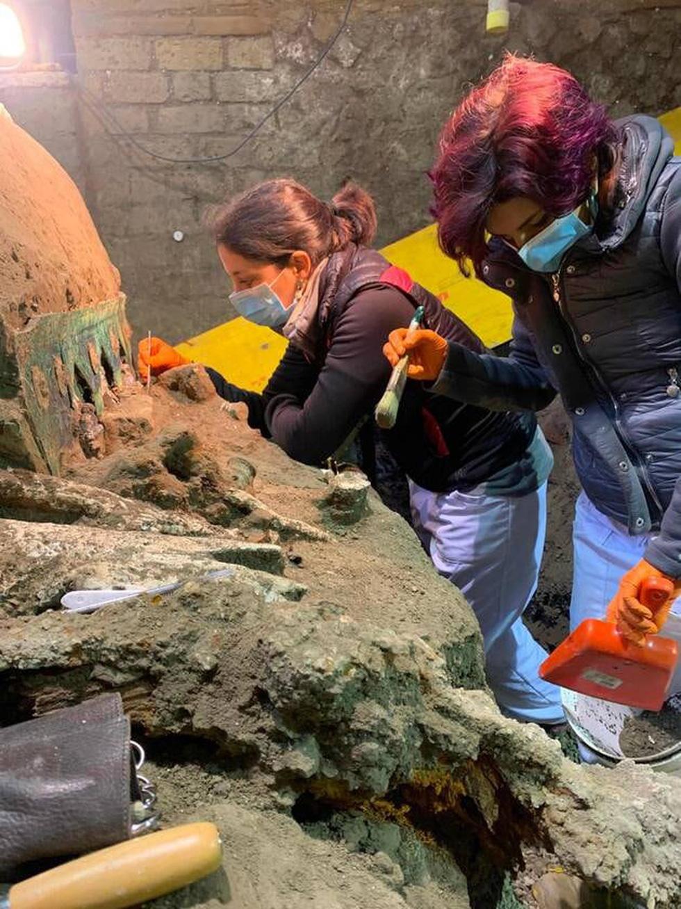 Tìm thấy xe ngựa rước lễ nguyên vẹn hơn 2.000 năm tuổi - Ảnh 1.