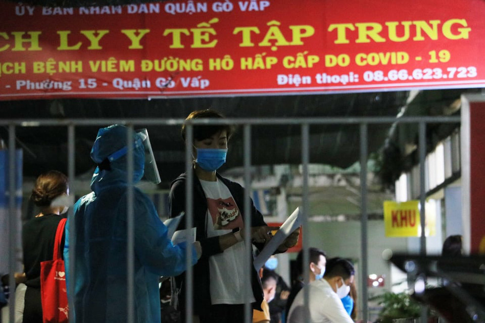 Đêm xét nghiệm COVID-19 thần tốc nhân viên sân bay Tân Sơn Nhất - Ảnh 6.