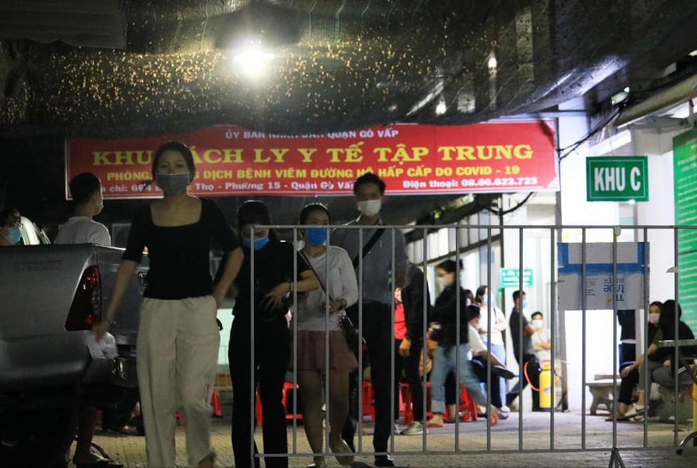 Đêm xét nghiệm COVID-19 thần tốc nhân viên sân bay Tân Sơn Nhất - Ảnh 3.