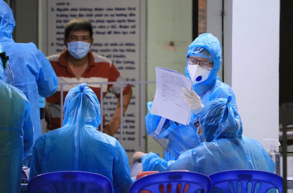 Đêm xét nghiệm COVID-19 thần tốc nhân viên sân bay Tân Sơn Nhất - Ảnh 5.