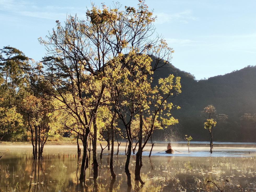 Ngôi làng rực rỡ hoa đào ở Lâm Đồng qua ống kính OPPO Reno5 - Ảnh 1.
